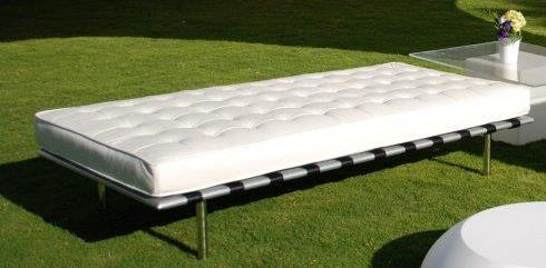 White Barcelona Day Bed
