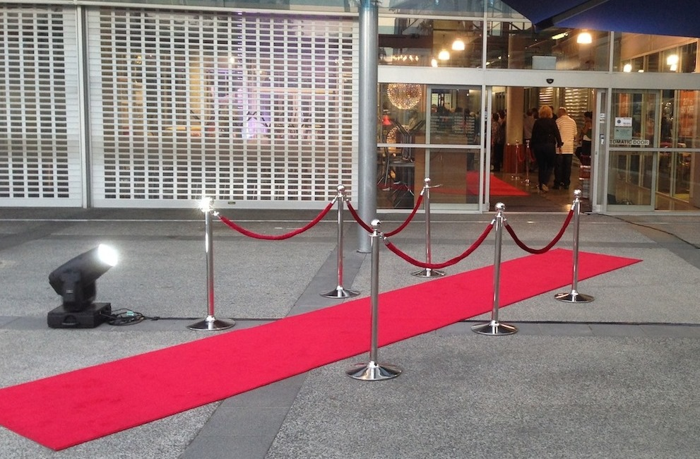 Red Carpet & Bollards Set